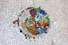 Den Trencadis mosaiken parkerar in Guell i Barcelona Royaltyfri Foto