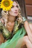 Den trendiga kvinnan like en docka Royaltyfri Foto