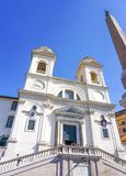 Den Trinita deien Monti i Rome, Italien arkivbild