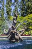 Den Triton springbrunnen i regenter parkerar Arkivfoton