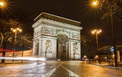 Den triumf- bågen i afton, Paris Arkivbilder