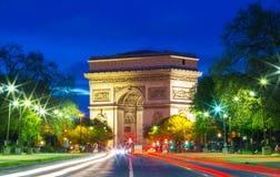 Den triumf- bågen i afton, Paris Royaltyfri Fotografi