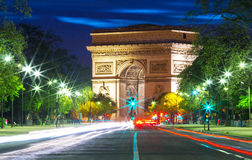 Den triumf- bågen i afton, Paris Royaltyfria Foton