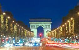 Den triumf- bågen i afton, Paris, Frankrike Royaltyfri Fotografi