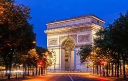Den triumf- bågen i afton, Paris, Frankrike Arkivbild