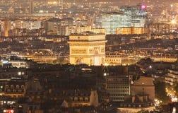 Den triumf- bågen i afton, Paris, Frankrike Arkivfoton