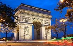 Den triumf- bågen i afton, Paris, Frankrike Royaltyfria Foton