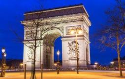 Den triumf- bågen i afton, Paris, Frankrike Royaltyfri Bild