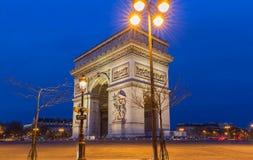 Den triumf- bågen i afton, Paris, Frankrike Arkivbilder