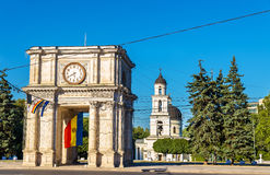 Den triumf- bågen i Chisinau Royaltyfria Bilder