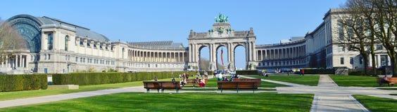 Den triumf- bågen i Cinquantenaire parkerar, Brussel, Belgien Jubelpark, jubileum parkerar Arkivfoto