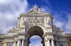 Den triumf- bågen på Lissabon Portugal för kommersfyrkantslott den historiska mitten av den Lissabon gatan Agusta markisen av Pom Arkivbild