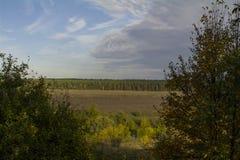 Den Tula regionen, floden Oka och fälten rundar omkring Arkivfoto
