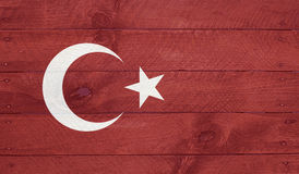 Den Turkiet flaggan på wood bräden med spikar royaltyfria bilder
