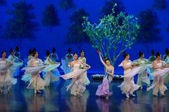 Den tvättade siden- dansen- agerar först: `en för prinsessa för ` för drama för mullbärsträdträdgård-epos dans den siden-, arkivfoto