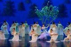 Den tvättade siden- dansen- agerar först: `en för prinsessa för ` för drama för mullbärsträdträdgård-epos dans den siden-, arkivbild