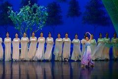 Den tvättade siden- dansen- agerar först: `en för prinsessa för ` för drama för mullbärsträdträdgård-epos dans den siden-, royaltyfria foton