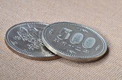 Den två 500 Yen japanen myntar Fotografering för Bildbyråer