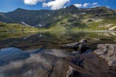 Den tvilling- sjön, de sju Rila sjöarna, Rila berg Royaltyfria Bilder