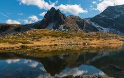 Den tvilling- sjön - det störst i området av de sju Rila sjöarna Arkivbilder