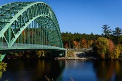 Den Tyngsborough bron Arkivfoto