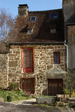Den typiska franskan stenar stugan Arkivbild