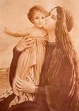 Den typiska katolska bilden av Madonna med barnet (i mina egna hemmet) skrivev ut i Tyskland royaltyfri foto