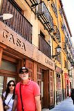 Den typiska spanska restaurangen kallade Casa Lucio i Madrid arkivbild