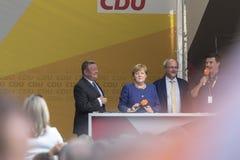 Den tyska kanslern Angela Merkel och hennes val team i siegenen Tyskland Arkivfoto