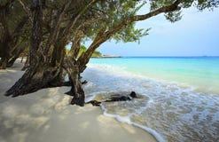 Den tysta och fridsamma vita sandstranden av koh samed rayonglandskapet Arkivbilder