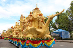 Den Ubon Ratchathani stearinljusfestivalen, THAILAND - Juli 25Ubon stearinljusfestival 2013 Arkivbilder