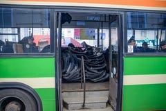 Den ukrainska polisen i en buss Royaltyfri Foto