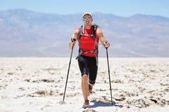 Den ultra rinnande mannen - skugga löparen i extremt lopp Royaltyfri Foto