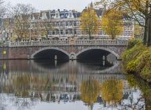 Den underbara gamla staden av Amsterdam, Netherland arkivfoton