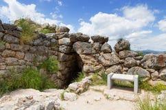 Den underjordiska cisternen i forntida Mycenae, Peloponnese, Grekland Fotografering för Bildbyråer