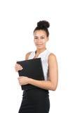 Den unga affärskvinnan rymmer en mapp Royaltyfria Foton