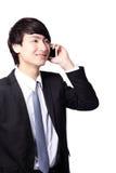 Den unga affärsmanen som använder cellen, ringer Arkivfoton