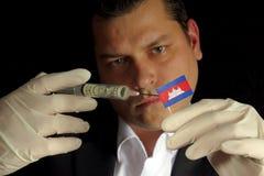 Den unga affärsmannen ger en finansiell injektion till den kambodjanska flaggan Arkivfoto