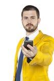 Den unga affärsmannen ger telefonen arkivfoto
