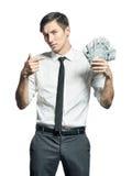 Den unga affärsmannen visar en bunt av handen för kassa in Arkivfoton