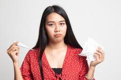 Den unga asiatiska kvinnan fick sjuk och influensa arkivbild