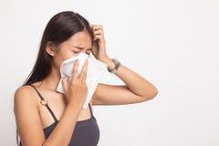 Den unga asiatiska kvinnan fick sjuk och influensa royaltyfri foto