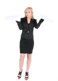 Den unga attraktiva affärskvinnan med ett tomt täcker av pappers- som isoleras på vit Arkivfoto