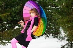 Kvinnan med färgar paraplyet i vinter Royaltyfria Foton