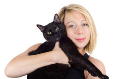 Den unga blonda kvinnan som rymmer en katt på vit, isolerade bakgrund Royaltyfri Fotografi