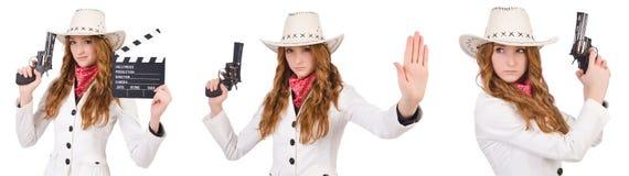 Den unga cowgirlen med vapen- och filmbrädet som isoleras på vit Royaltyfria Bilder