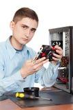 Den unga datoren iscensätter Arkivfoton