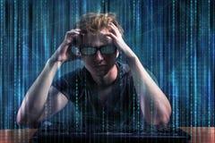 Den unga en hacker i digitalt säkerhetsbegrepp royaltyfria bilder