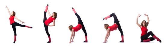 Den unga gymnasten som övar på vit Fotografering för Bildbyråer