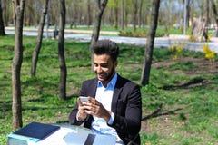 Den unga kritikern läser nya boken för publikation Arkivfoto